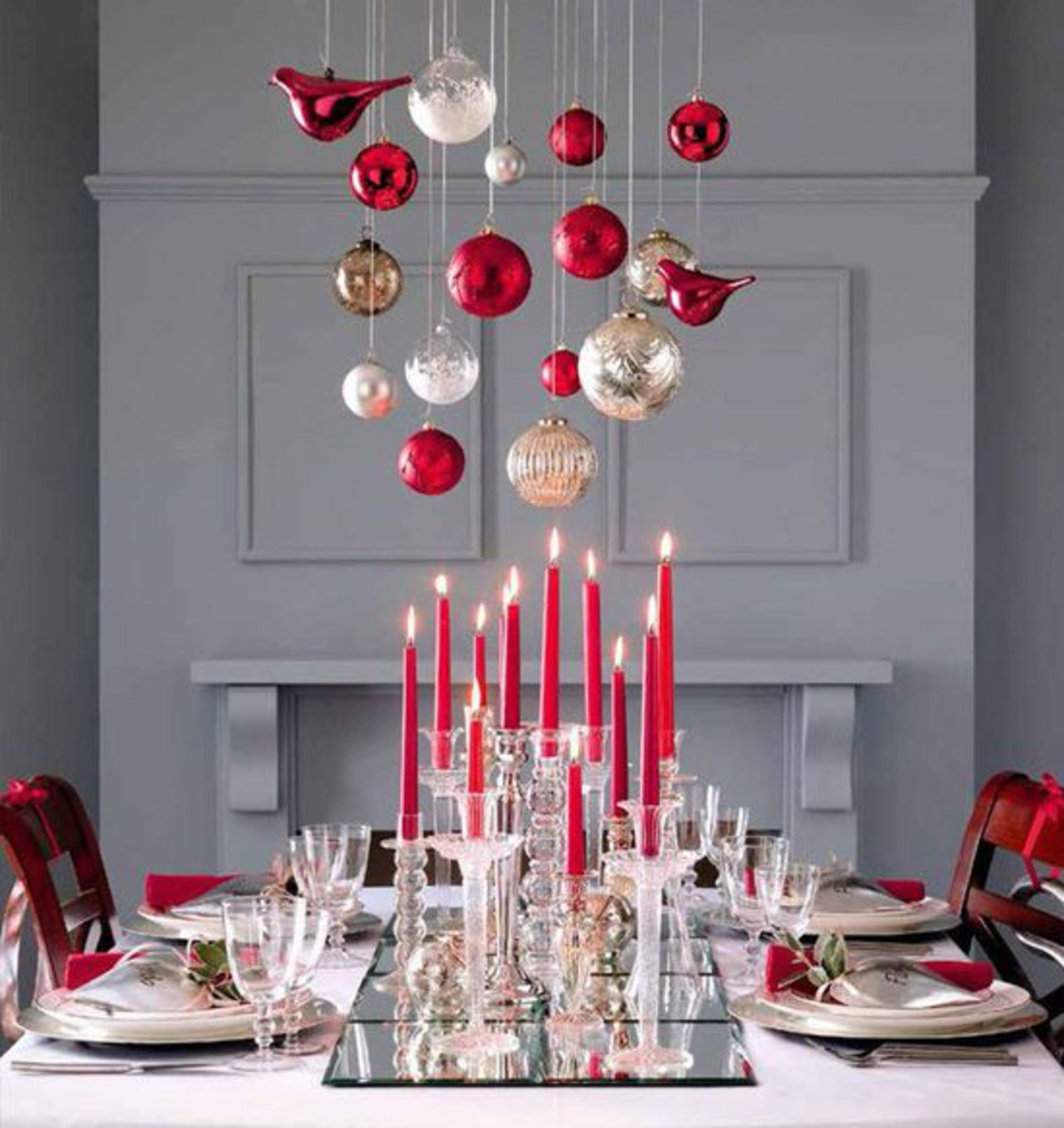 Soir es par th me d coration de table pour no l sur le - Decoration table de noel rouge et or ...