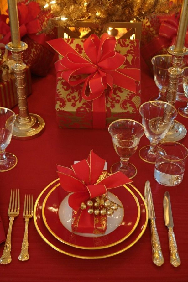 Soir es par th me d coration de table pour no l sur le th me rouge et or blog traiteur - Table de noel rouge ...